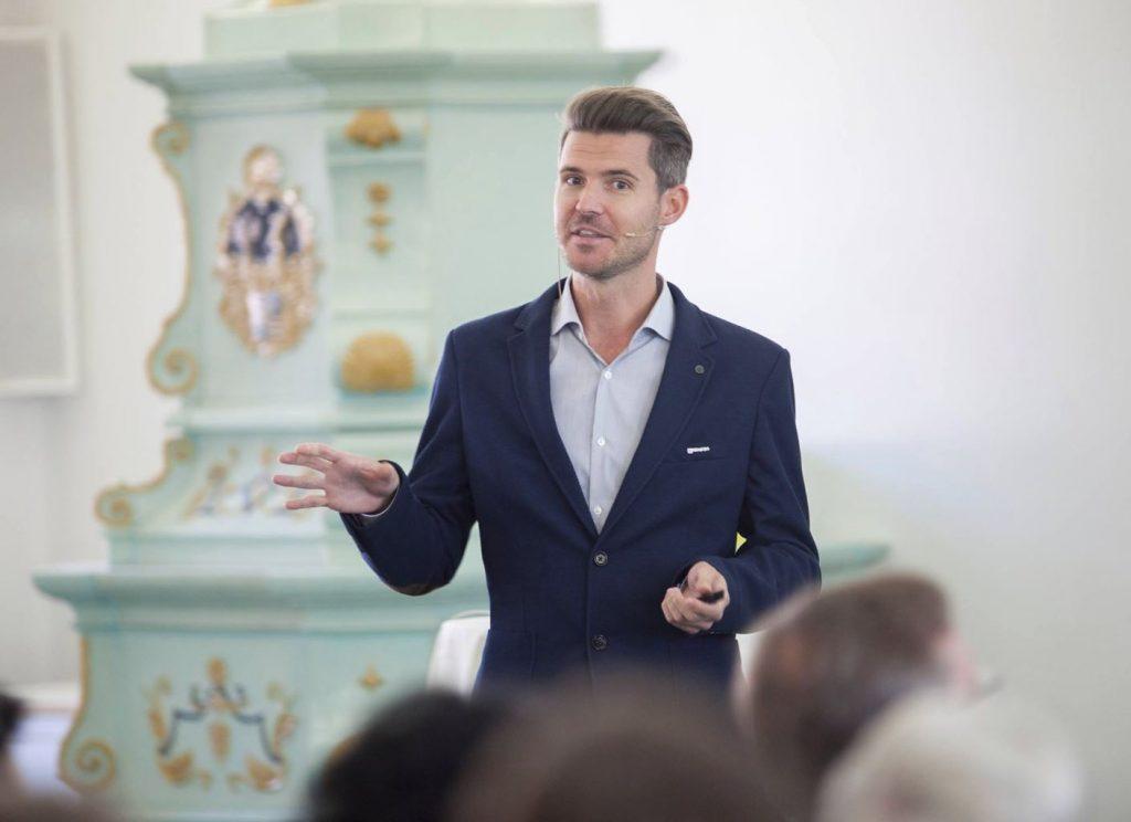 Sebastian Gückelhorn präsentiert